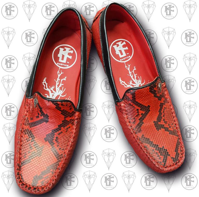 Mcasines rojos serpiente