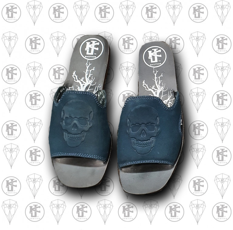 Sandalias azules calaca